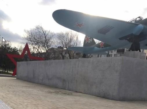 самолет новороссийск памятник